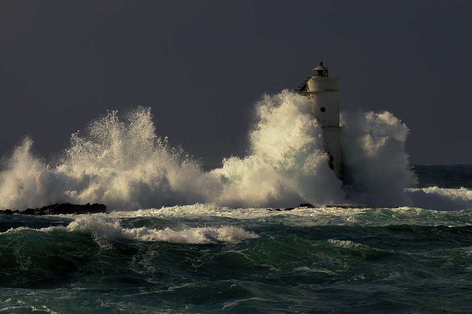 Crashing Waves - Dark
