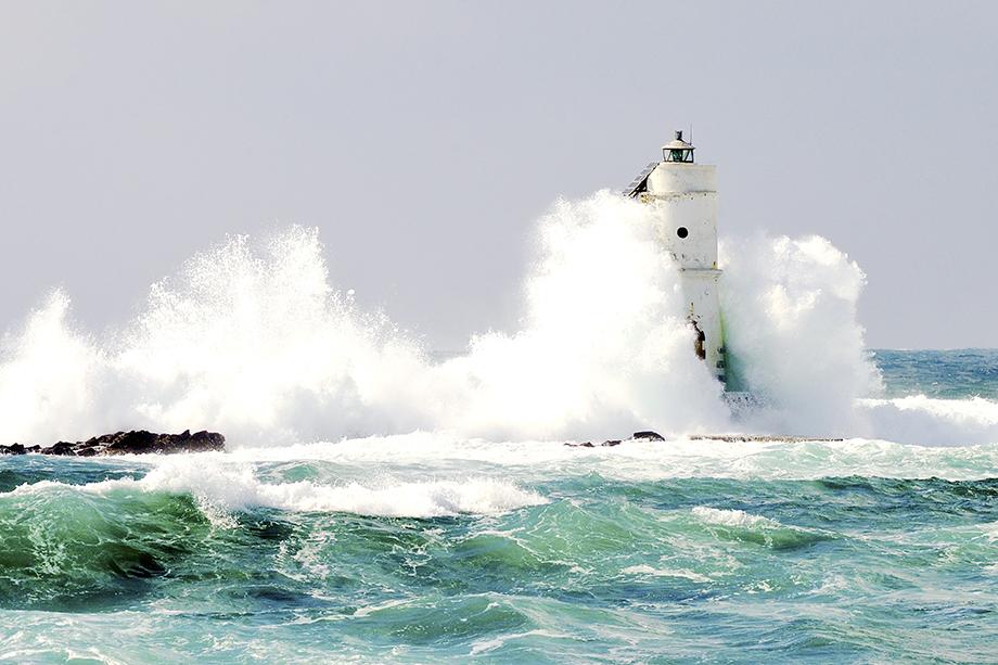 Crashing Waves - Bright